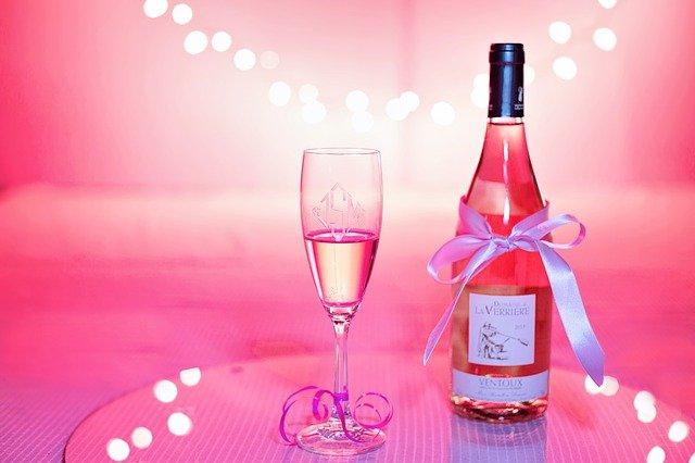 Comment servir parfaitement le champagne?